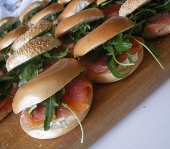 Smoked_salmon_bagels